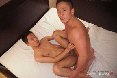 Things are getting back to normal at Japanboyz, and studly Hiroya's back with a special assignment. Sexy 23-year old Kenchi is a veteran of big studio porn and is interested in modeling for Japanboyz.